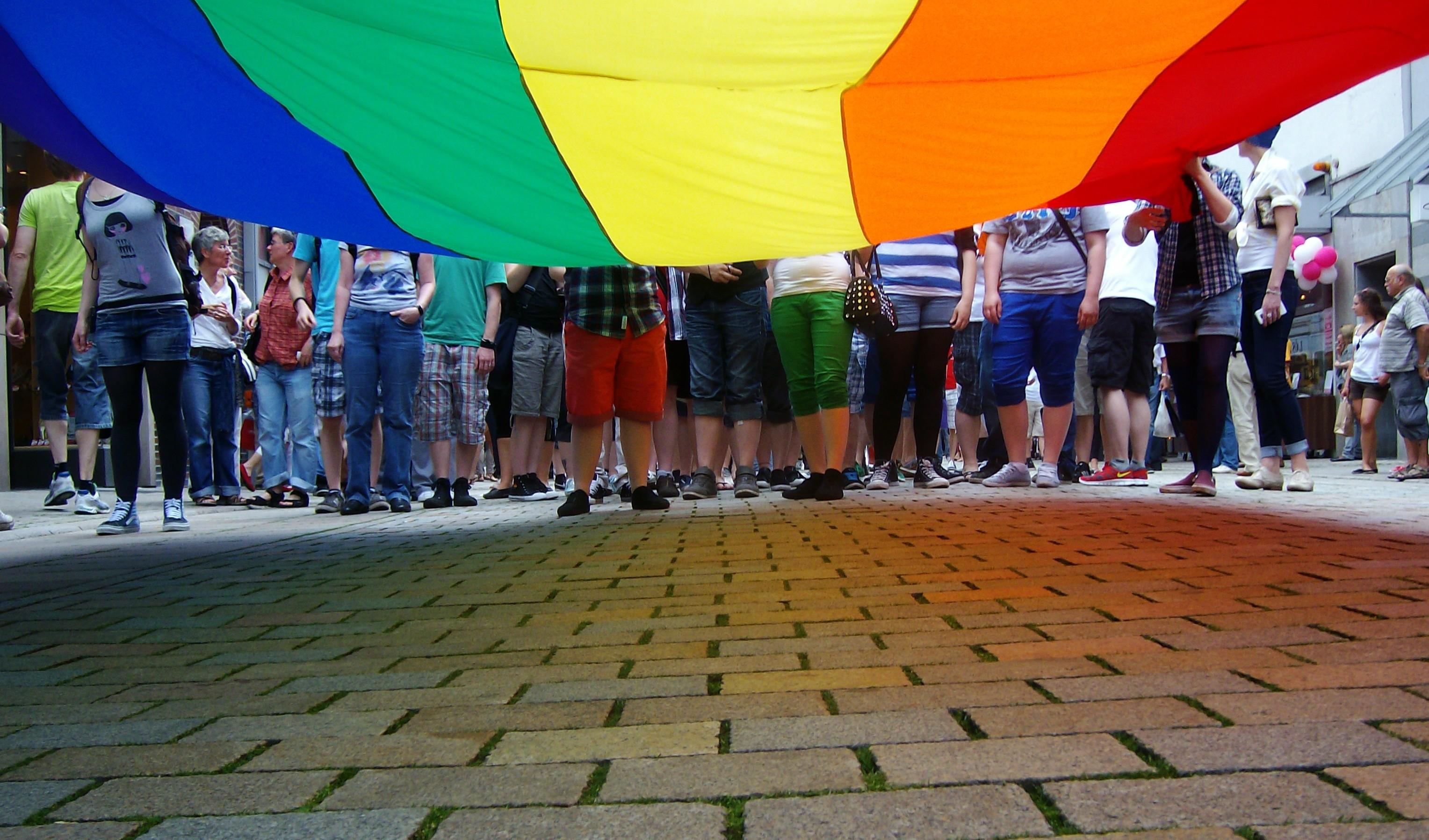 Große Regenbogenfahne von unten